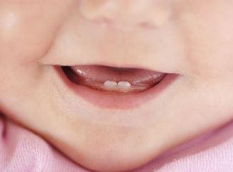 В каком возрасте режутся зубы у грудничков