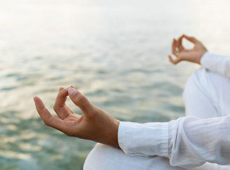 Йога для беременных 2 триместр: какие можно упражнения?