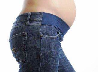 Как носить обычные джинсы беременным 45